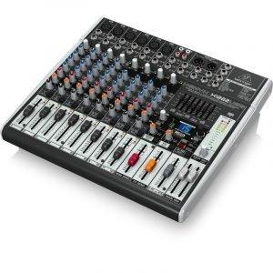 מיקסר 16 ערוצים הכולל קומפרסור ל 4 ערוצי המיקרופון הראשונים, מולטי אפקט, EQ גרפי וחיבור למחשב להשמעה/הקלטה